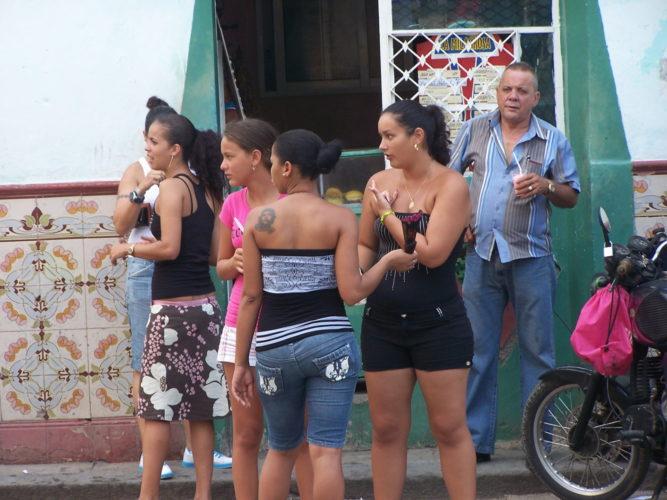 Women in Havana, Cuba with Che Guevara tattoo